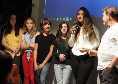 """Les élèves de l'atelier artistique cinéma du collège de Labastide-Rouairoux présentent leur film """"Hautpoul"""" accompagné de leur professeur Olivier Gérard."""